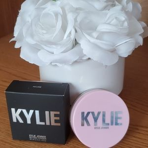 Kylie cosmetics yellow setting powder